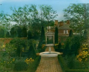 The Causeway's formal garden looking east (1919); photo by Frances Benjamin Johnson (Library of Congress Collection)